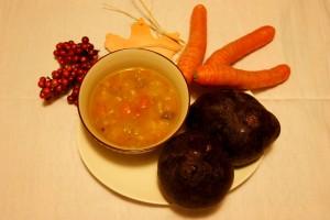 Gemüsesuppe mit Roter Bete, Möhren, Paprika und einem Hauch Sanddorn