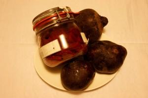 eingelegte Rote Bete zu Kartoffel- Gemüse- Püree