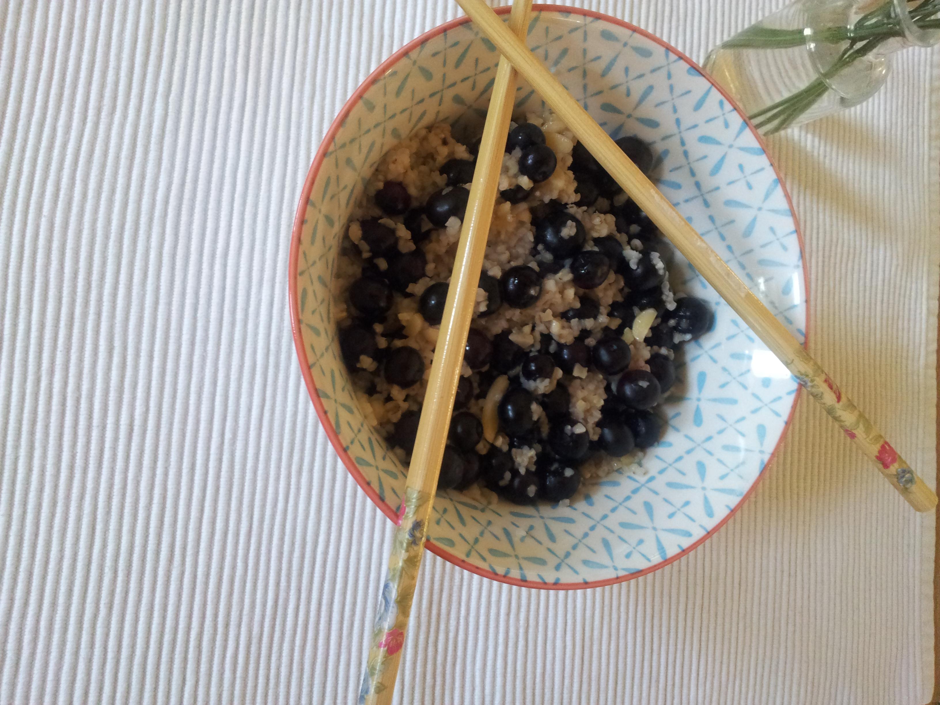Hirsefrühstück mit Beeren