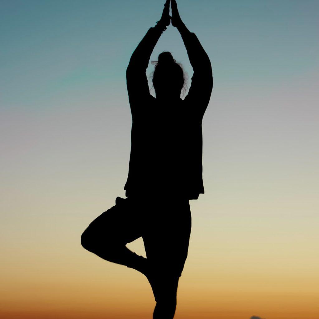 Dieses Bild hat ein leeres Alt-Attribut. Der Dateiname ist yoga-3-1024x1024.jpg
